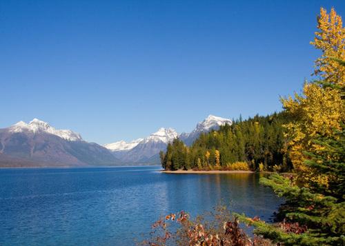 autumn_mountains_lake_macdonald